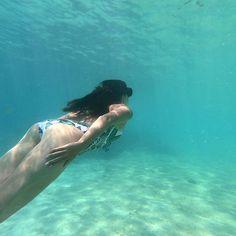 Estranged #GunsnRoses  Location  #Fiji  Photo  @ftbletsas  _________________________________________________  Snorkelling in Fiji!  _________________________________________________  #DayDreamer #HappyTraveller #TravelGirl #TravelCouple #Travel2018 #TravelTheWorld #WithYou #Travelblogging #Travelblogger #Everydaytravel #Travel #Travelingram #InstaMood #Instatravel #InstaGo #MyTravelgram #IgTravel #CoupleTravel #Wanderlust #TravelLife #InstaPassport #Travellers #InstaGood #MyFiji #VisitFiji…