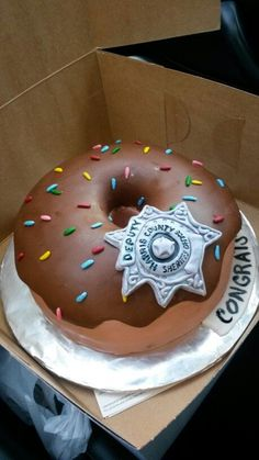 Deputy's cake/donut cake/law enforcement cake/police cake That's awesome! My dad would really appreciate this cake! Cop Party, Police Party, Cop Cake, Police Cakes, Super Torte, Fondant, Biscuits, Donut Party, Cute Cakes