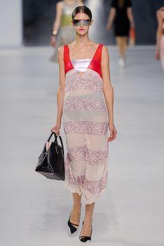 Christian Dior Resort 2014 Fashion Show - Daiane Conterato Vogue Fashion, Runway Fashion, Fashion Show, Womens Fashion, Dior Fashion, Fashion Trends, Christian Dior 2014, Christian Dior Vintage, John Galliano