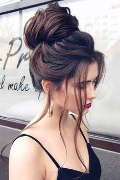 In this article, we'll help you realize that picking the ideal hairstyle is essential for having a flawless image that can hide your shortcomings and accentuate your best features. #hairstyle #updos #braidedhairstyles