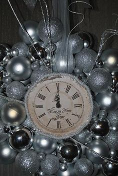 I don't like the balls but I love the center clock at midnight!