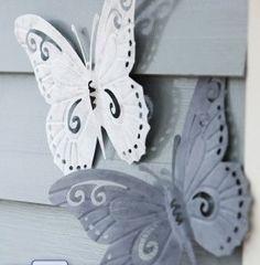 Vlinders aan de schutting