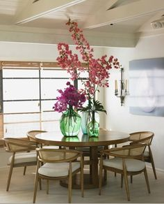 Love the flowers and oversized vases!!!                                          Dining with an ocean view  #ChrisBarrettDesign Photo: Victoria Pearson
