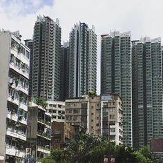 "47 curtidas, 1 comentários - dpr-barcelona (@dpr_barcelona) no Instagram: ""City of contrasts. Wandering around Hong Kong as part of #storefrontishongkong events series…"""
