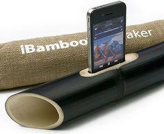 #iPhone - iBamboo Speaker é um amplificador natural feito de bambu, alguns clientes dizem que o som não perde a qualidade, já outros dizem o contrário. O que não é de se discutir é o design da peça, evidente e ostensivo.