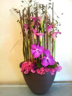 Monjardin par Anais et Nicolas Tropical Floral Arrangements, Christmas Floral Arrangements, Silk Flower Arrangements, Floral Centerpieces, Centrepieces, Bouquet, Most Beautiful Flowers, Floral Design, Art Floral