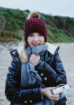 Zoe Sugg also known as Zoella the Internet sensation with over Zoella Style, Sugg Life, Autumn Winter Fashion, Fall Winter, Winter Style, Zoe Sugg, Look At My, Vogue, Dog Walking