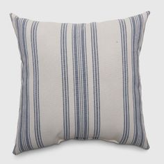 52 Trendy Ideas for living room navy decor throw pillows Outdoor Couch, Outdoor Cushions, Outdoor Seating, Outdoor Throw Pillows, Decorative Throw Pillows, Outdoor Decor, Target Patio Furniture, Top Furniture Stores, Trendy Furniture