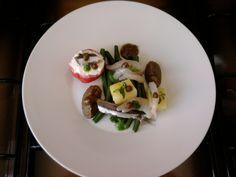 Haricots et les crevettes, anchois quenelles d'aubergines et de tomates farcies à la ricotta Gino D'Aquino