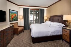 Frias Properties offers luxury accommodations and true ski-in ski-out accessibility at the Ritz-Carlton Aspen at the base of Aspen Highlands. Luxury Accommodation, Aspen, Ski, Condo, Furniture, Home Decor, Decoration Home, Room Decor, Skiing