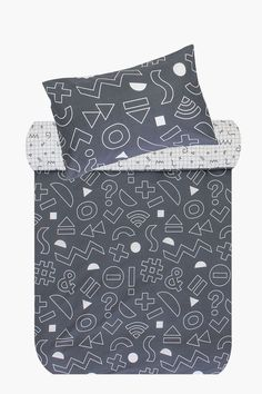 This reversible polycotton duvet cover with contemporary symbols design will add a unique touch to your little one's room. Available in single and three qu