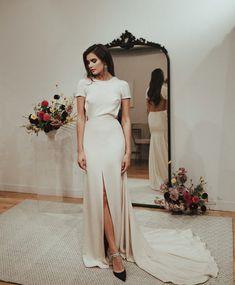 Wedding dress train sleeves short