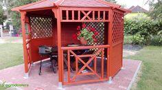 Halina to sześciokątna, częściowo zabudowana altana drewniana, z dachem zbudowanym z desek. Cieszy się szczególną popularnością wśród tych naszych klientów, którzy chcą sprawić sobie w ogrodzie przytulne schronienie na wietrzne i deszczowe dni. Zdjęcie pochodzi od jednego z naszych klientów, który kupił Halinę tego lata. Zapraszamy do obejrzenia produktu: http://ogrodosfera.pl/altana-osmiokatna-halina