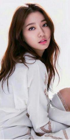 Park Shin Hye, Asian Hair Wavy, Korean Beauty, Asian Beauty, Asian Celebrities, Celebs, The Heirs, Yoon Sun Young, Park Min Young