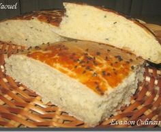 Khobz eddar ou khobz koucha (pain maison algérien au sésame) Good Healthy Recipes, My Recipes, Bread Recipes, Plats Ramadan, Algerian Recipes, Algerian Food, Ramadan Recipes, Pastry And Bakery, Beignets