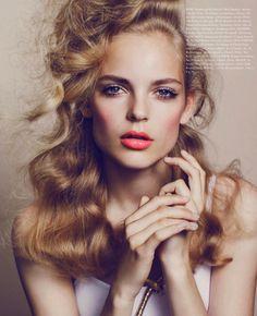 Jolies lèvres oranges... #TheBeautyHours