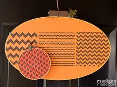 Stenciled embroidery hoop pumpkin craft - tutorial at madiganmade.com #CheckOutMyCraftMartha