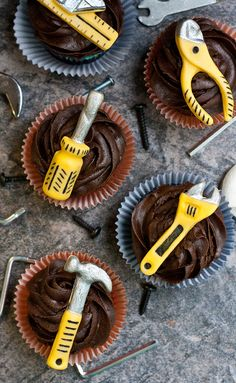 Manly Handyman Tool Cupcakes • CakeJournal.com