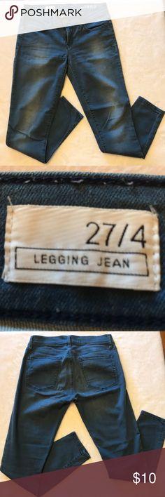 Gap 1969 Legging Jean Size 27/4 Medium wash stretch jeans by Gap.  Very comfortable. GAP Jeans Skinny