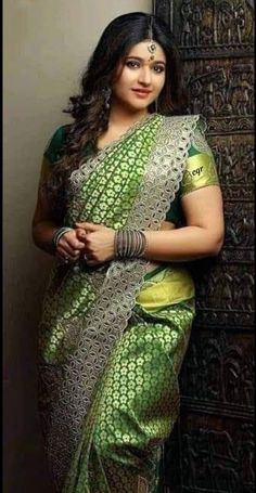 Top 100 Hottest Desi Girls Wallpapers of Pakistani Indian Girls Beautiful Girl Indian, Most Beautiful Indian Actress, Beautiful Saree, Beauty Full Girl, Beauty Women, Indian Girls Images, Beautiful Bollywood Actress, Indian Beauty Saree, Fashion Mode