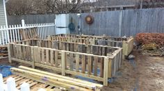 [media_id:631678] The pallets are cut on one side of the center beam and nailed to the frame. The remaining side of the pallets are used to fill the gaps. I the…