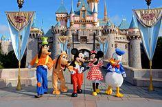 Minney, Mickey, Donald, Daisy, Goffy, and Pluto