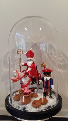 Sinterklaas stolp Christmas Art, Xmas, Glass Dome Display, The Bell Jar, Holidays And Events, Decoration, Snow Globes, December, Santa