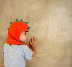Earthquake Italy Aid. Dragon kids hat, dinosaur children and toddler fleece beanie, toddler cap lined with soft 100% cotton jersey, ridges and tail stuffed on colorful fabric. Your baby will always be happy to wear this hat / cap because: - Is soft, warm and keeps pinching as it is made of fleece and / or plush and its lined with soft cotton jersey - Its funny because it looks like the head of a mythical dragon or a ferocious prehistoric dinosaur - Is comfortable to wear, it opens and…