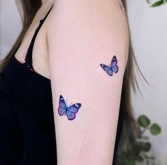 Realistic Butterfly Tattoo, Rose And Butterfly Tattoo, Butterfly Tattoos Images, Butterfly Tattoo Meaning, Butterfly Tattoo On Shoulder, Butterfly Tattoo Designs, Small Girly Tattoos, Dainty Tattoos, Hand Tattoos