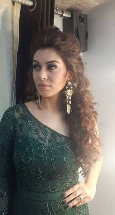 Trendy Hairstyles Indian Gown Ideas - My list of women's hairstyles Braided Hairstyles Updo, Hairstyles For Gowns, Saree Hairstyles, Indian Wedding Hairstyles, Celebrity Hairstyles, Trendy Hairstyles, Hairstyle With Gown, Updo Hairstyle, Braided Updo