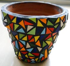pots in mosaic Mosaic Planters, Mosaic Garden Art, Mosaic Vase, Mosaic Flower Pots, Mosaic Tiles, Mosaic Crafts, Mosaic Projects, Mosaic Furniture, Mosaic Madness