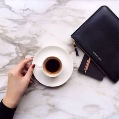 Marble Surface is everything. Minimalistic and elegance. Reposted from Black jeans and coffee cups