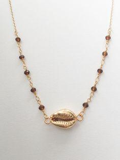 Délicat collier en chaîne rosaire plaqué or et perles facettées de quartz ambré…