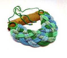 kötött - fonott nyaklánc a víz színeiben,  Meska