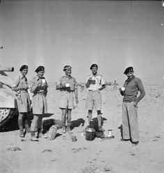 General Montgomery enjoys a cup of coffee with the Tank Protection Troop of his Grant tank in the Western Desert, 6 November Left to right: Trooper Keenan, Sergeant Stephen Kennedy, Corporal James Fraser, Lieutenant Malden and General Montgomery. Stephen Kennedy, Bernard Montgomery, North African Campaign, Afrika Korps, England And Scotland, Army & Navy, American War, Ww2 Tanks, British Army