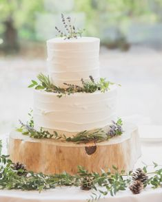 ナチュラルお洒落!大人デザインのウェディングケーキ特集* | marry[マリー] Wedding Cake Rustic, Tent Wedding, Gothic Wedding, Glamorous Wedding, Wedding Event Planner, Wedding Events, Weddings, Diy Wedding On A Budget, Buttercream Wedding Cake