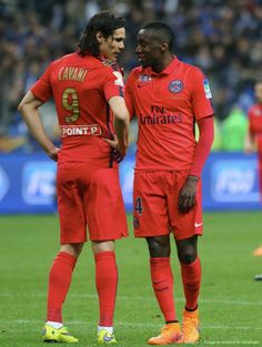 """""""Como te dije, Cavani, como te dije"""". Edinson Cavan y Blaise Matuidi a favor del PSG."""