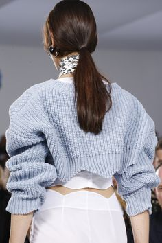 Christian Dior Spring 2016 Ready-to-Wear Accessories Photos - Vogue scalloped hem Christian Dior, Spring Summer 2016, Spring Summer Fashion, High Fashion, Fashion Show, Paris Fashion, Minimal Fashion, Vogue, Fashion Details