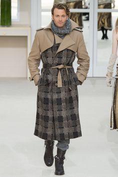 Chanel Fall 2016 Ready-to-Wear Fashion Show - Brad Kroenig (SUCCESS)