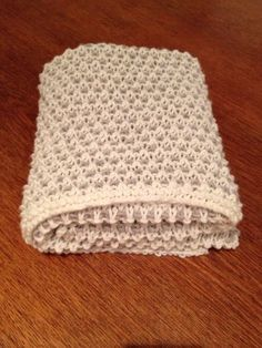 Jeg fant et Babyteppe i vevstrikk som jeg likte godt når jeg skulle strikke gave til ei venninne. Jeg har ikke strikket vevstrikk før, så jeg brukte denne instruksjonsvideoen til å lære teknikken. …