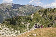 In der Natur unterwegs: Vier Täler, drei Pässe im Locarnese - Rast mit Blick ins Valle di Vergeletto - #ExpeditionLocarnese