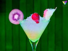 Itaparica es un #coctel muy tropical, con #Cointreau, #Malibú, #cachaça y cajú, el fruto del famoso anacardo. http://cocteleriacreativa.com/esp/recipes/detail/158/Itaparica