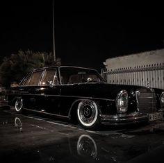 Mercedes W114, Mercedes Benz Cars, Custom Mercedes, Slammed Cars, Bmw E39, Air Ride, Modified Cars, Cool Cars, Antique Cars