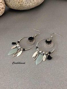 Boucles doreilles créoles - crochets oreilles en acier chirurgical (hypoallergéniques) - créoles en acier inoxydable - perle en acier inoxydable - perles à facettes noires - sequin navette en acier inoxydable - sequin navette en métal argenté - breloque feuille bronze - mini pompon noir #diyjewelry