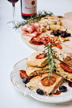 Poljubi kuvaricu: Fokača sa crnim maslinama i sušenim paradajizom