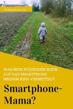 Bist Du auch eine Smartphone-Mama? Nachdem ich einen Artikel darüber gelesen habe, was das im Extremfall beim Kind auslösen kann, habe ich angefangen, mein Smartphone liegen zu lassen.