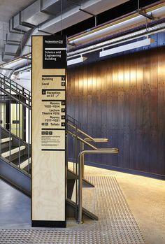 O escritório Büro North foi contratado pela University Federation para desenvolver uma solução de orientaçãoe de sinalização para a seu novo prédio de Ciências e Engenharia. O projetou procurafun...