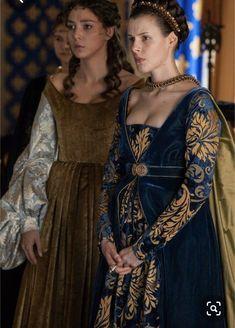 Borgia - Carlotta d'Aragona and Maria Diaz Garlon The dress in the background Italian Renaissance Dress, Mode Renaissance, Renaissance Costume, Renaissance Dresses, Medieval Costume, Renaissance Fashion, Medieval Dress, Historical Costume, Historical Clothing