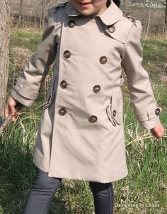 Amazing little trench coat... check out the pleated pocket flaps!