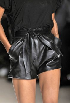 Must-have basic: high-waisted leather shorts. Tie on a leather obi belt for a girly touch. Black Leather Shorts, Leather And Lace, Black Shorts, Short Shorts, Mini Shorts, Metallic Shorts, Bow Shorts, Black Leather Dresses, Dressy Shorts
